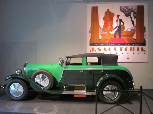 Een Mercedes-Benz K Torpedo Transformable  uit 1926 met een carrosserie van Saoutchik, te zien in het Louwman Museum in Den Haag.