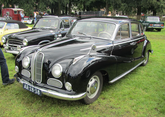 BMW 502 uit 1958. (Concours d'Élégance 2016 op Paleis Het Loo in Apeldoorn)