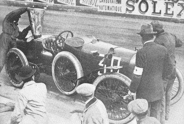 Rolland Pilain in de pits in 1912.