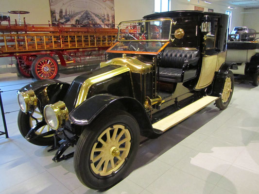 Renault 22-24CV Type DP Mühlbacher Town Car uit 1913. (Louwman Museum in Den Haag)