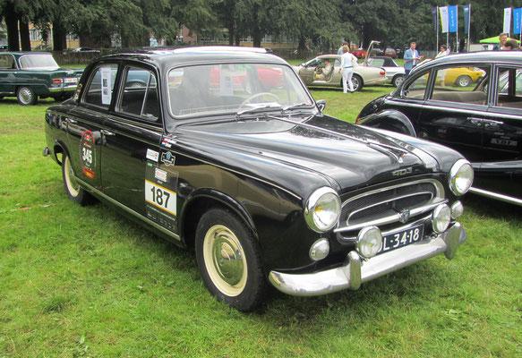 Een Peugeot 403B uit 1957.