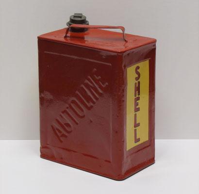 Nederlands benzineblik van 10 l. Shell Autoline. De merknaam Autoline werd in 1904 door de Koninklijke Nederlandsche Petroleum Maatschappij geïntroduceerd. De merknaam Shell Autoline ontstond in 1920.
