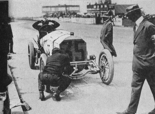 In 1908 won Christian Lautenschlager met Mercedes de Grand Prix van Dieppe. Tijdens deze wedstrijd waren maar liefst elf bandenwissels nodig!