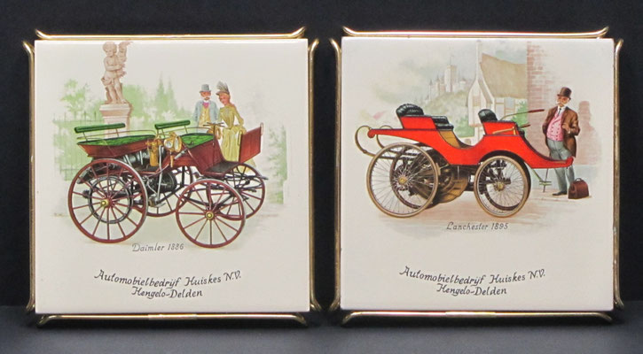 Tegels als onderzetter met historische auto's uitgegeven door Automobielbedrijf Huiskes N.V. in Hengelo en Delden met historische auto's.
