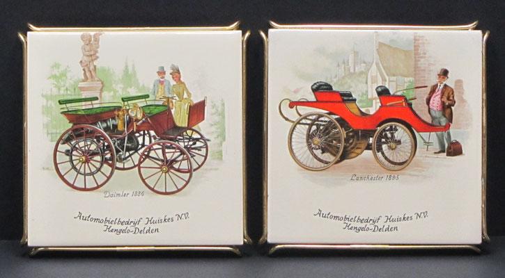 Tegels als onderzetter, uitgegeven door Automobielbedrijf Huiskes N.V. in Hengelo en Delden met historische auto's.