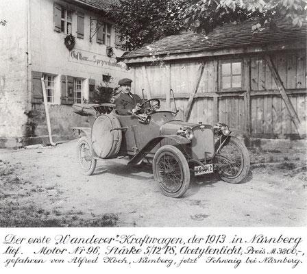 """De eerste productieauto van Wanderer verscheen in 1913. De kleine wagen had achter elkaar geplaatste stoelen en kreeg de bijnaam """"puppchen""""."""