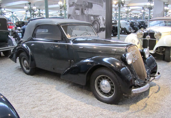 Steyr Cabriolet Type 220 uit 1938. (Collection Schlumpf)