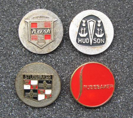 Nash, Hudson en Studebaker speldjes.