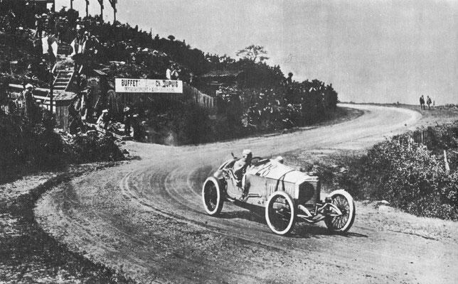 De Grand Prix van 1914 op het circuit van Lyons-Givors werd gewonnen door Christian Läutenschlager danzij de zorgvuldig geplande tactieken van het Mercedes team.