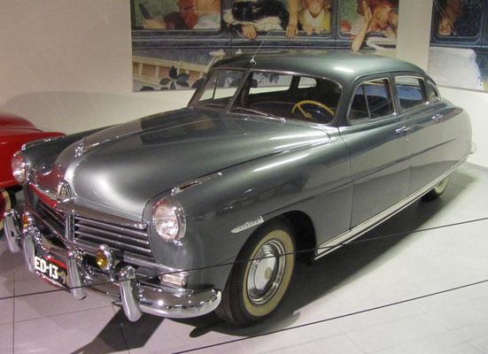 Hudson Commodore 8 uit 1948, te zien in het Louwman Museum in Den Haag.