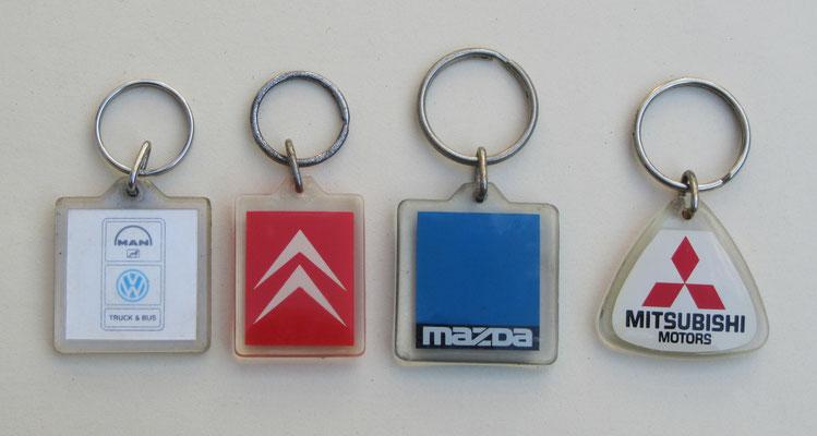 Sleutelhangers met diverse automerken.