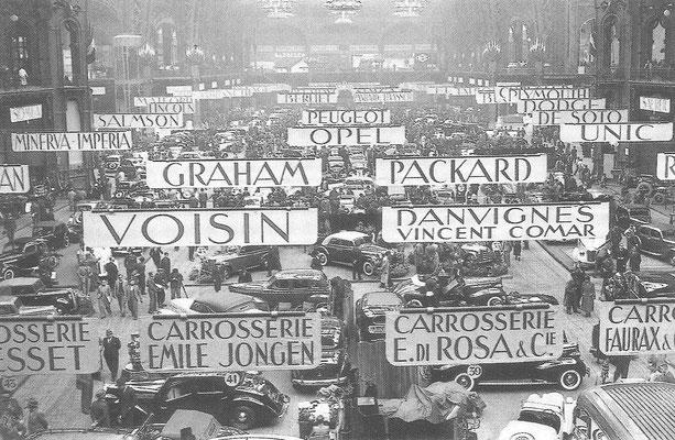 De Autosalon van Parijs in 1938.
