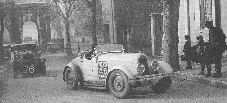 Een Chenard & Walcker Torpille in 1931 tijdens de wedstrijd Parijs - St. Rafaël. We zien hier gravin Lesguern Wenen uitrijden. Deze wedstrijd was uitsluitend voor vrouwen.