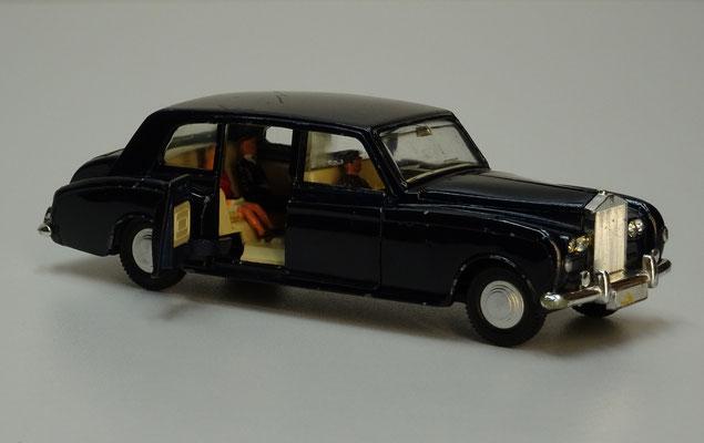 Rolls-Royce Phantom V met chauffeur en passagiers (Dinky Toys nr. 152, 1966-1976).