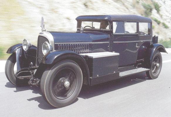 Een Voisin C14 Lumineuse, gebouwd van 1927 tot 1930.