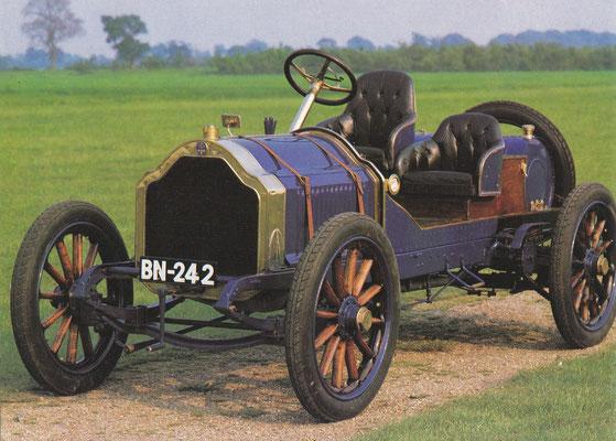 Deze De Dietrich in sportuitvoering uit 1906 had een 5,4 liter 4-cilinder motor.