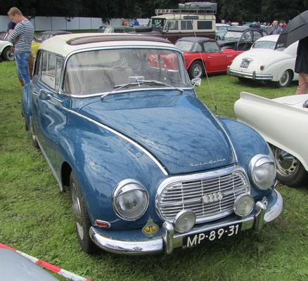 Een Auto Union 1000 Super de luxe uit 1963 op het Concours d'Élégance 2016 op Paleis Het Loo in Apeldoorn.