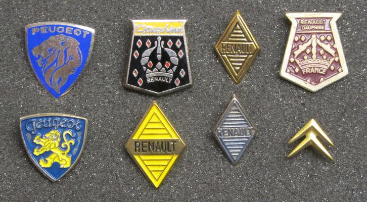 Peugeot, Renault en Citroën speldjes, de 2 speldjes linksboven zijn geëmailleerd.