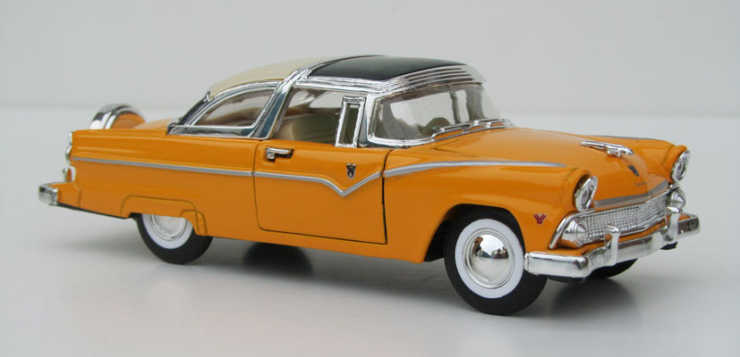 Ford Crown Victoria, 1955, schaal 1:34.