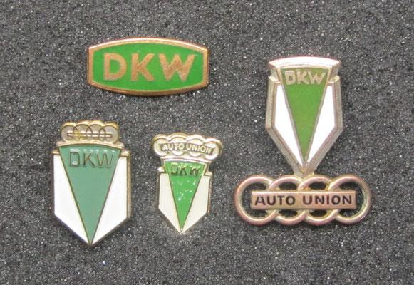 DKW speldjes, het bovenste en het rechtse speldje zijn geëmailleerd.