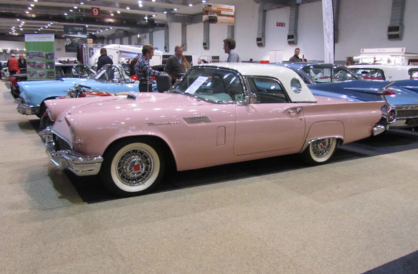 Ford Thunderbird uit 1957 met soft- en hardtop. (Interclassics Brussels 2018)