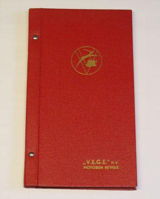"""Een luxe wegenatlas van Nederland uitgegeven door """"V.E.G.E."""" N.V. Motoren Revisie."""