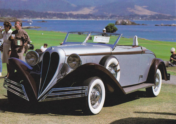 Ford uit 1934 met een convertible coupé carrosserie van The Brewster Company.