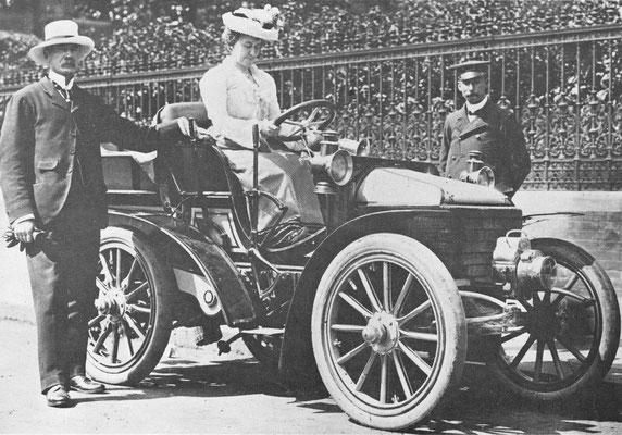 Wolseley 10 pk uit 1902 met een 2605 cc tweecilinder motor.