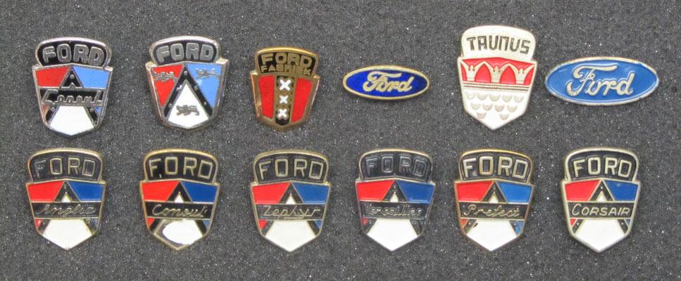 Ford speldjes, de 3 speldjes linksboven zijn geëmailleerd.