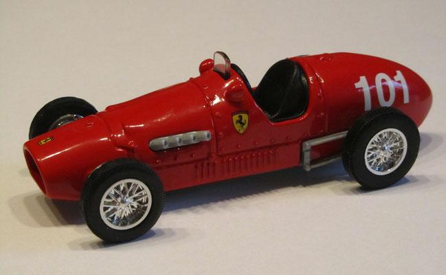Ferrari 500 F2 uit 1952, schaal 1 35, uit een klassieke collecte Ferrari's uitgegeven door Shell.