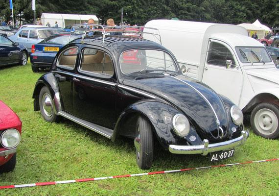 Een Volkswagen type 11 uit 1954 bij het Concours d'Élégance 2016 op Paleis Het Loo in Apeldoorn.