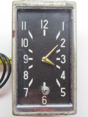 Een Amerikaanse elektrische klok van The Geo. W. Borg Corp. Chicago U.S.A. uit 1947.