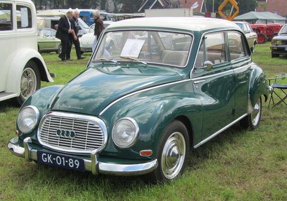 Een Auto Union 1000 Super uit 1962 op de oldtimerdag Saasveld 2016.