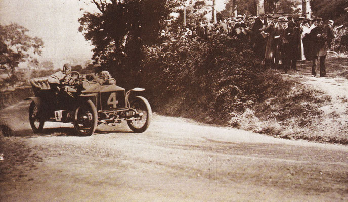 C.S. Rolls won in 1906 de Tourist Trophy race van Isle of Man met een Rolls-Royce Light 20.