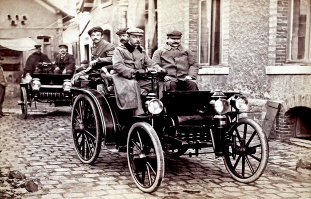 Coureur Ernest Archedeacon met een Delahaye in de Course Automobile Paris-Marseille in 1896. (foto collection Jules Beau)