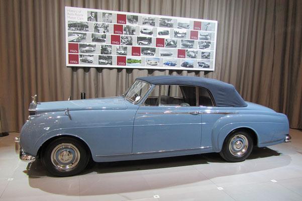 Een Rolls-Royce Silver Cloud I H. J. Mulliner Drophead Coupé uit 1957 op de Techno Classica 2013 in Essen.