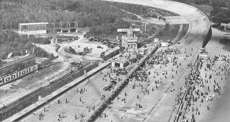 Oliebedrijf Yacco sponsorde allerlei records op Montlhéry, bijvoorbeeld de Citroën Rosalie reed in 1933 in 134 dagen 300.000 km aan één stuk.