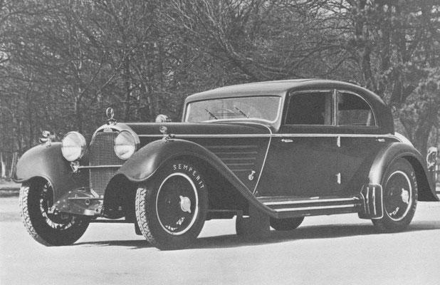 Austro-Daimler Bergmeister met een 4-persoons sedan carrosserie.
