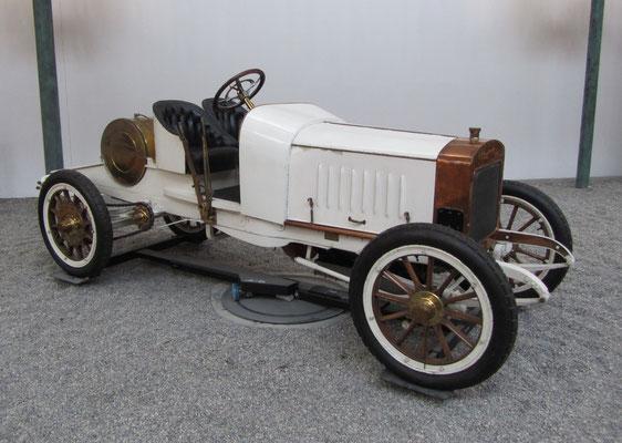 Mathis Biplace Sport Type Hermes-Simplex uit 1904. Deze 12 liter racewagen was een ontwerp van Etorre Bugatti (Collection Schlumpf).