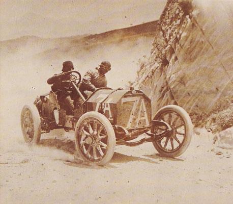 Vincenzo Trucco met zijn Isotta-Fraschini op weg naar de overwinning in de Targa Florio 1908.