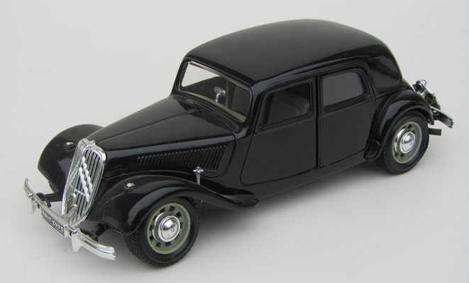 Citroën Traction Avant 15 cv, Burago, schaal 1:24.