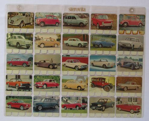 Verzameling 76 t/m 100 van totaal 100 metalen autoplaatjes in de originele showtas. Uitgegeven in de zestiger jaren door N.V. Sterovita Melkprodukten.