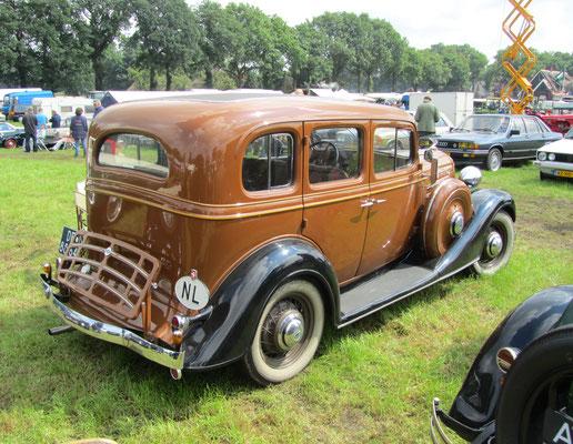 Chevrolet Master de Luxe uit 1934. (oldtimerdag Saasveld 2016)