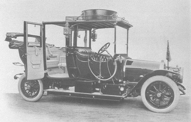 Staatsieportret van de eerste koninklijke Spyker Landaulet met Spyker carrosserie, afgeleverd in 1911 met provinciaal nummer H 3632.