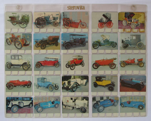Verzameling 26 t/m 50 van totaal 100 metalen autoplaatjes in de originele showtas. Uitgegeven in de zestiger jaren door N.V. Sterovita Melkprodukten.