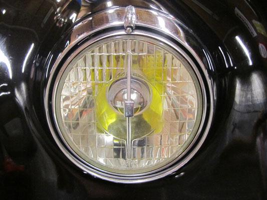 Gerestaureerde en gemonteerde koplamp.