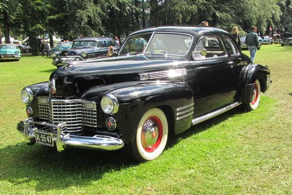 Een Cadillac 6227 D De Luxe Coupe uit 1941.