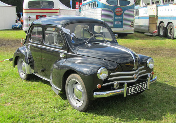 Renault R 1062 uit 1955. (Concours d'Élégance 2016 op Paleis Het Loo in Apeldoorn)