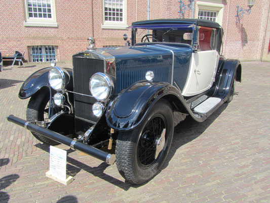 Een Excelsior Albert 1e uit 1927-1928 met een 5.350 cc 6-cilinder motor en een carrosserie van Snutsel uit Brussel op het Concours d'Élégance 2016 Paleis Het Loo in Apeldoorn.