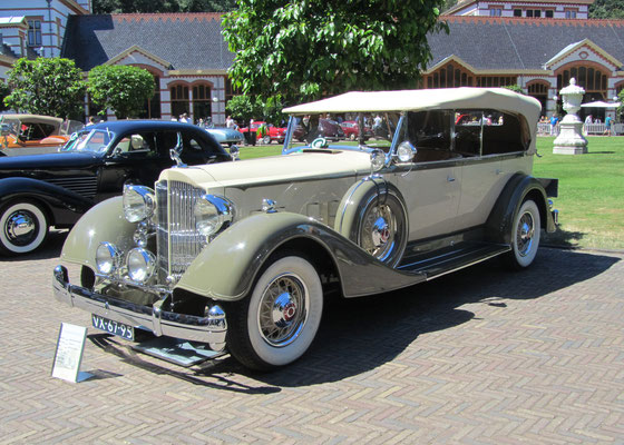 Packard V12 1107 Type 730 touring uit 1934 (Concours d'Élégance 2018 op Paleis Het Loo in Apeldoorn).